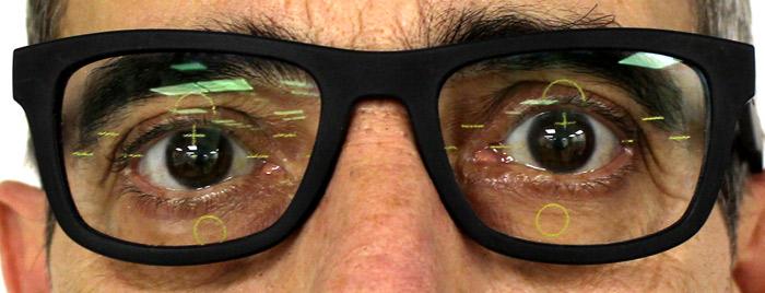 Al centrar bien unas lentes graduadas conseguimos la mejor visión del paciente.