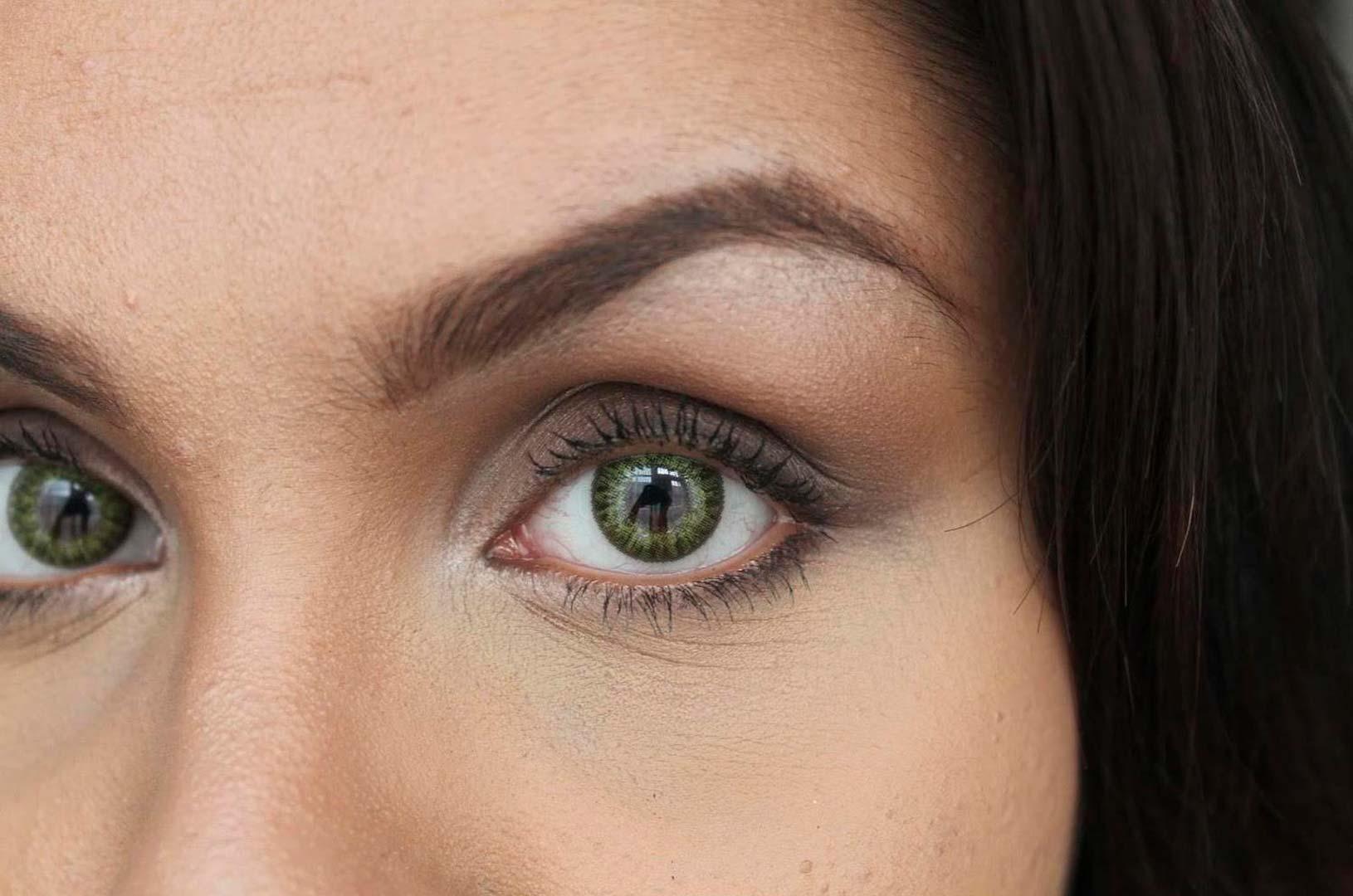 Lente de contacto de color verde